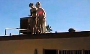 Μητέρα με κόρη βουτούν από ψηλά σε πισίνα και η μικρή σπάει τα πόδια της (βίντεο)
