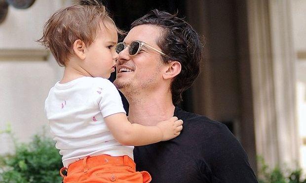 Τρυφερές στιγμές του Ορλάντο Μπλουμ με τον γιο του Φλιν! (φωτογραφίες)