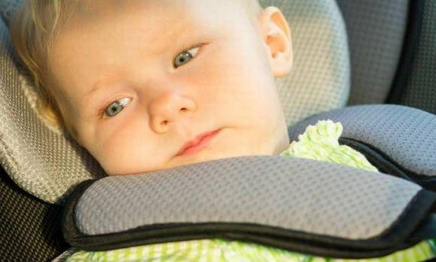 Παιδιά ξεχνιούνται στο αυτοκίνητο - Οι αυτοβιομηχανίες ενώνονται και ψάχνουν ριζικές λύσεις