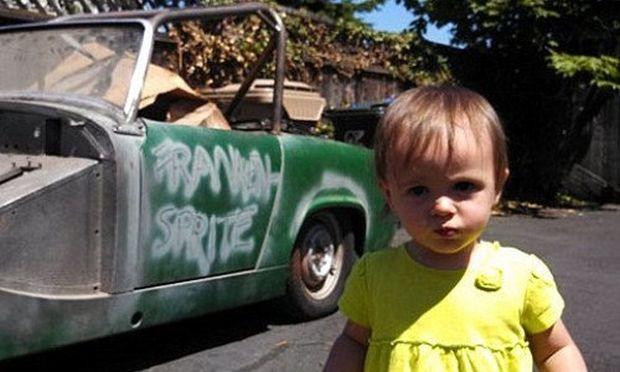 Κοριτσάκι 14 μηνών έπαιζε με το κινητό του μπαμπά  της και αγόρασε αυτοκίνητο!