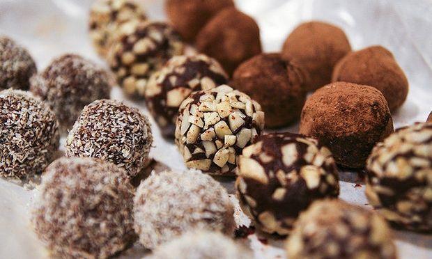 Συνταγή για απίθανα τρουφάκια σοκολάτας!
