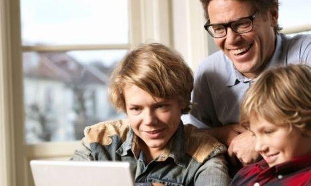 Θέλετε να έρθετε πιο κοντά στα παιδιά σας; Γίνετε φίλοι τους στο Facebook