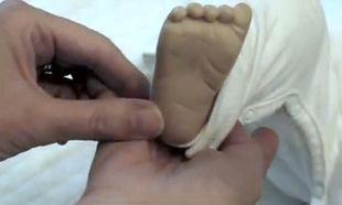 Πώς να ανακουφίσετε το μωρό σας από τους κολικούς με τη βοήθεια της ρεφλεξολογίας! (βίντεο)