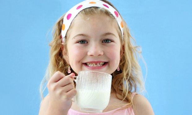 Γιατί πρέπει να επιμένουμε να πίνει το παιδί μας όλο του το γάλα;