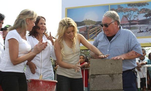 Η Σακίρα «χτίζει» σχολείο στην Κολομβία (φωτογραφίες)