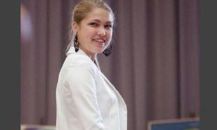 Η καλύτερη μαθήτρια της Λιθουανίας παρέλαβε το βραβείο της φορώντας…  (εικόνες)