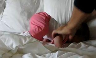 Οι προσπάθειες μιας πιτσιρίκας έξι μηνών να σταθεί! (βίντεο)