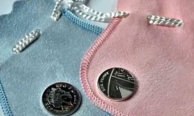 Ασημένια λίρα στα μωρά που γεννήθηκαν την ίδια μέρα με το βασιλικό μωρό!
