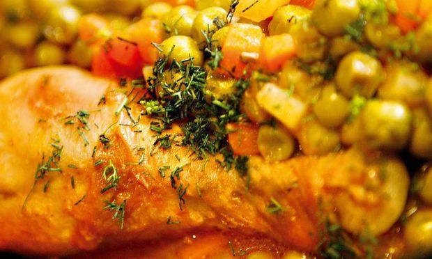 Συνταγή για τρυφερό κοτόπουλο με αρακά