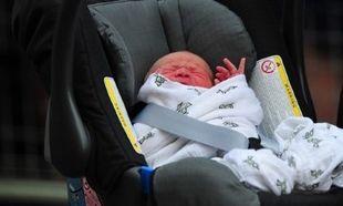 «Ξεπούλησε» η κουβέρτα στην οποία ήταν τυλιγμένο το βασιλικό μωρό!