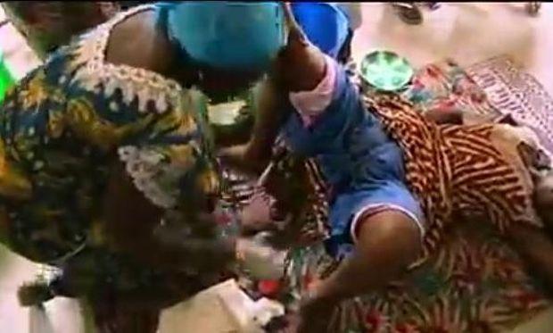 Δείτε πώς γεννούν οι γυναίκες στη Λιβερία (βίντεο)