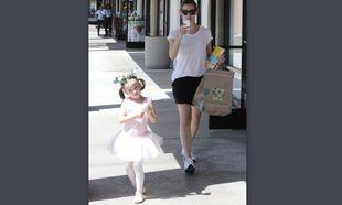 Η ενόχληση της Γκάρνερ και η «χορεύτρια» κόρη της! (εικόνες)