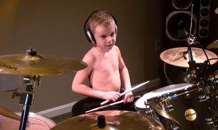 Ο 6χρονος ντράμερ που έχει τρελάνει το διαδίκτυο! (βίντεο)