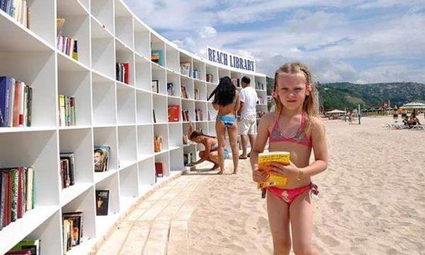 Μια μοναδική παραλιακή βιβλιοθήκη για τα παιδιά!