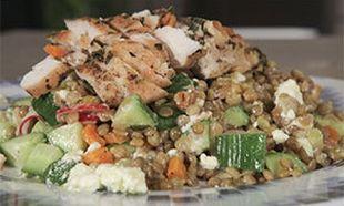 Συνταγή για θρεπτική σαλάτα με φακές και κοτόπουλο!