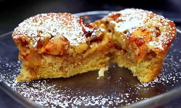 Συνταγή για απίστευτο κέικ με μήλα και σταφίδες!
