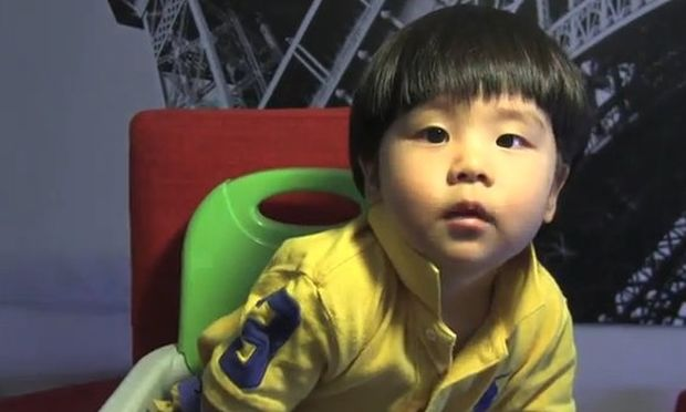 Αγοράκι ενός έτους μιλάει κορεάτικα και αγγλικά! (βίντεο)