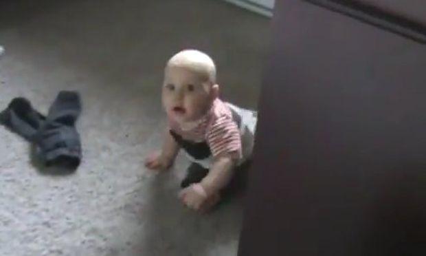 Ενα μωρό, μα τι μωρό! Βάζει όρια στους γονείς του! (βίντεο)