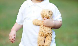 Πώς θα καταφέρετε να ξεκολλήσετε το μωρό σας από το αγαπημένο του… νάνι;