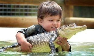 3χρονο αγοράκι, ο νεότερος κυνηγός κροκοδείλων