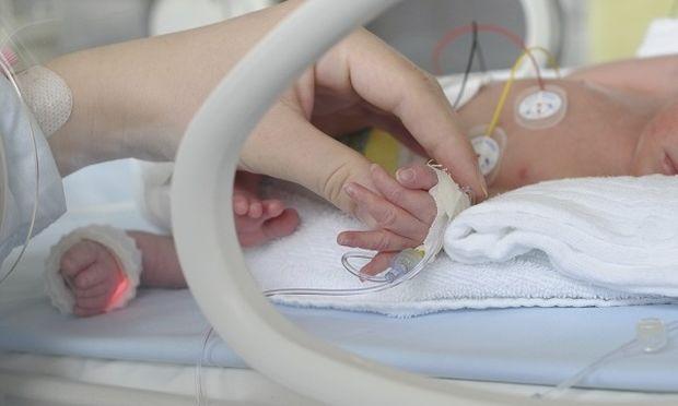 """Αληθινή ιστορία: «Το παιδί μου """"έφυγε"""" πριν καν προλάβω να το κρατήσω στην αγκαλιά μου»"""