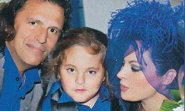 O Tάσος Μητρόπουλος υιοθετεί και επίσημα τον γιο της Νένας Χρονοπούλου!