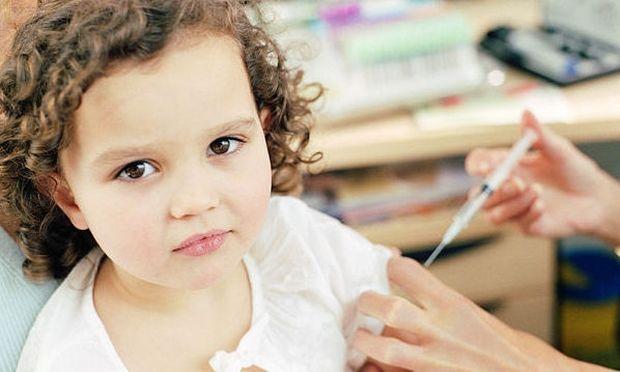 3+1 τρόποι για να μην κλαίει το μωρό σας σε κάθε εμβόλιο!