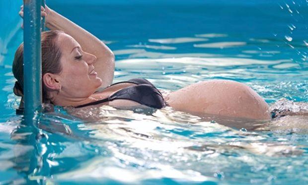Γυμναστική και εγκυμοσύνη: Γιατί το aqua aerobic θεωρείται τέλεια επιλογή;
