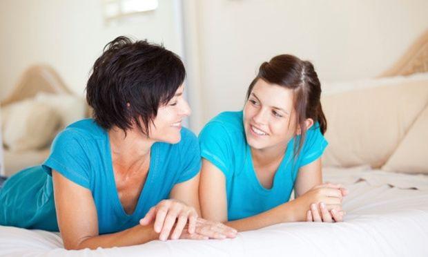 Μίλα με τους γονείς για την πρώτη σου φορά! Γονείς, δώστε χώρο στο παιδί να σας μιλήσει!