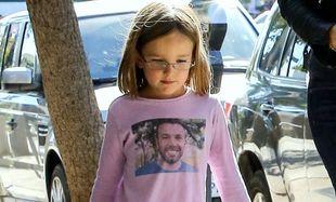 Έχει τέτοια λατρεία στον μπαμπά της που τον… φοράει σε μπλουζάκι!
