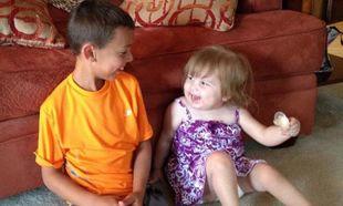 Αγοράκι κέρδισε 1.000 δολάρια σε παιχνίδι και τα χάρισε στην δίχρονη γειτόνισσα του για να κάνει χημειοθεραπεία!