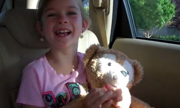 H απίστευτη αντίδραση ενός μικρού κοριτσιού, όταν του ανακοινώνουν πως πάει στη Ντίσνεϊλαντ (βίντεο)