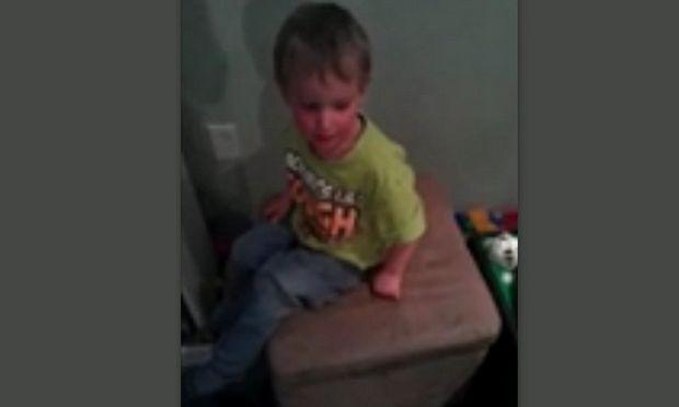 Δεν φαντάζεστε τι έχει κάνει αυτό το αγοράκι στον μικρότερο αδελφό του! (βίντεο)