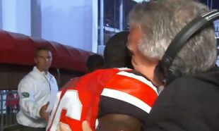 H συγκινητική κίνηση μίας ποδοσφαιρικής ομάδας σε δημοσιογράφο που έχασε την κόρη του! (βίντεο)