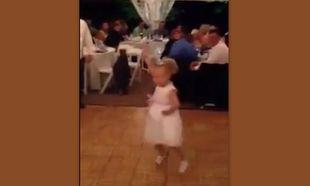 Πιτσιρίκα χορεύει απίθανα το gangnam style! (βίντεο)
