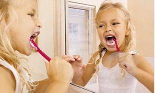 3 λάθη που κάνουμε στο βούρτσισμα των δοντιών μας και τα μαθαίνουμε και στα παιδιά μας!