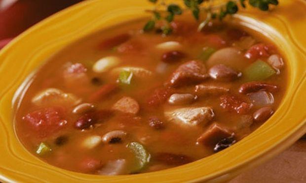 Συνταγή για λαχταριστή και χειμωνιάτικη σούπα με μαυρομάτικα!