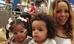 Η Μαράια Κάρεϊ με τα δίδυμα στη Ντισνεϊλάντ! (φωτογραφίες)