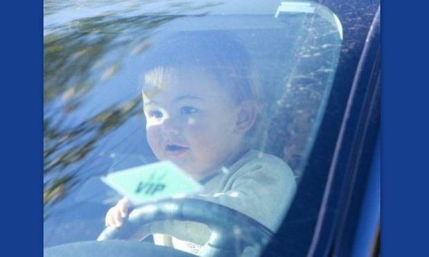 Tο μωρό ποιου supermodel έβαλαν στη θέση του οδηγού ξεσηκώνοντας αντιδράσεις;
