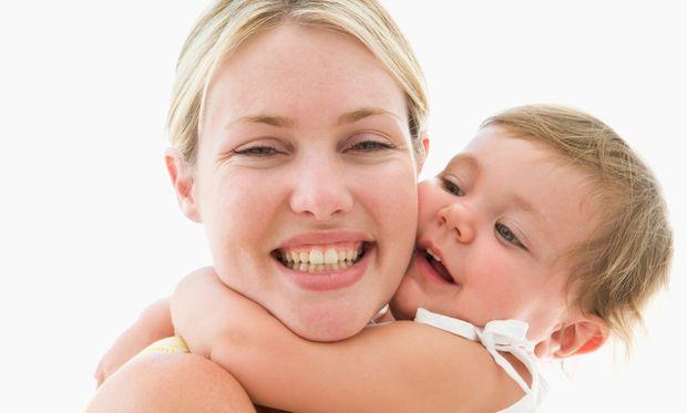 Αγκαλιάστε το παιδί σας, δεν το κακομαθαίνετε! Η έρευνα που ανατρέπει τα δεδομένα!