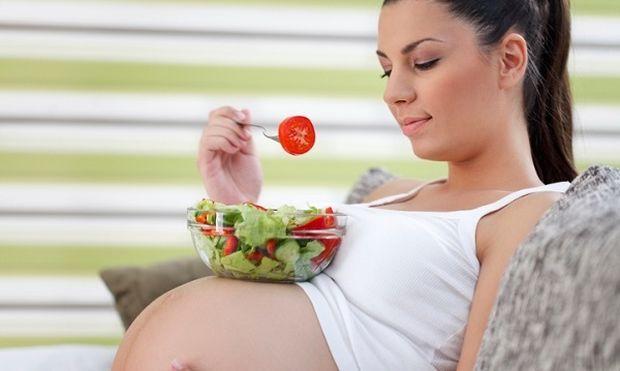 Ποιες τροφές πρέπει να αποφεύγουν οι μέλλουσες μαμάδες;