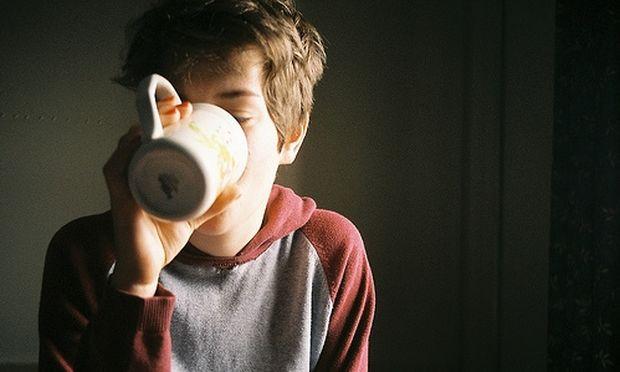 Έρευνα: Πώς η καφεΐνη εμποδίζει την ανάπτυξη του εγκέφαλου στην εφηβεία!
