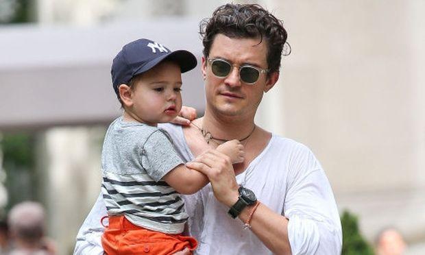 Ορλάντο Μπλουμ: «Δεν μένω μακριά από τον γιο μου παραπάνω από 2 εβδομάδες»