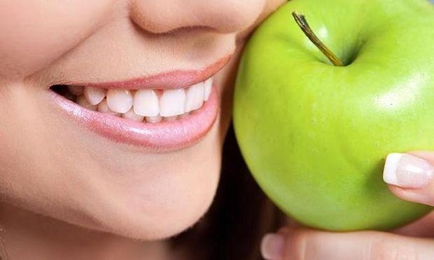 Μάσκα ομορφιάς με μήλο για σφριγηλή επιδερμίδα
