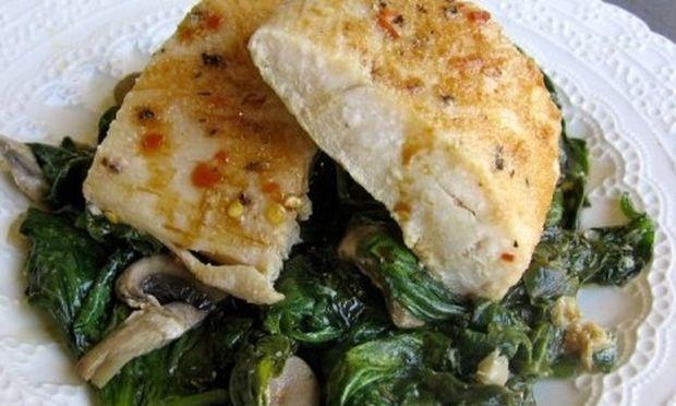 Συνταγή για τέλειο ψαράκι με σπανάκι!