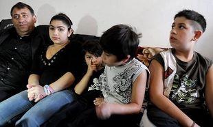 Eπίθεση από αγνώστους δέχθηκε στο Κόσοβο η οικογένεια της 15χρονης Ρομά που απελάθηκε από την Γαλλία