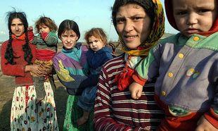 «Μαθήματα αντισύλληψης στους Ρομά ΤΩΡΑ!», γράφει η Δέσποινα Καμπούρη