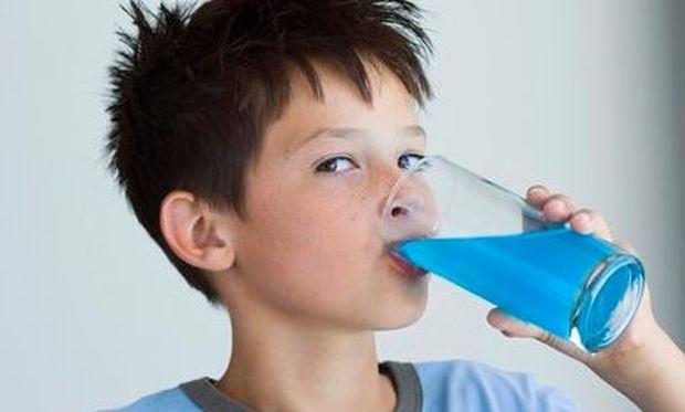 Γιατί δεν πρέπει να ενθαρρύνουμε τα παιδιά στην υπερβολική κατανάλωση ροφημάτων;