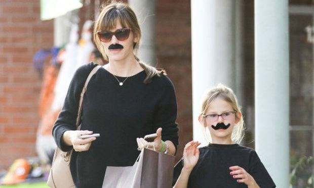 Μαμά και κόρη, οι… μουστακαλήδες!