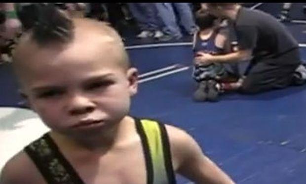 Ο πιο σκληροτράχηλος παλαιστής του wrestling είναι 8 χρονών! (βίντεο)